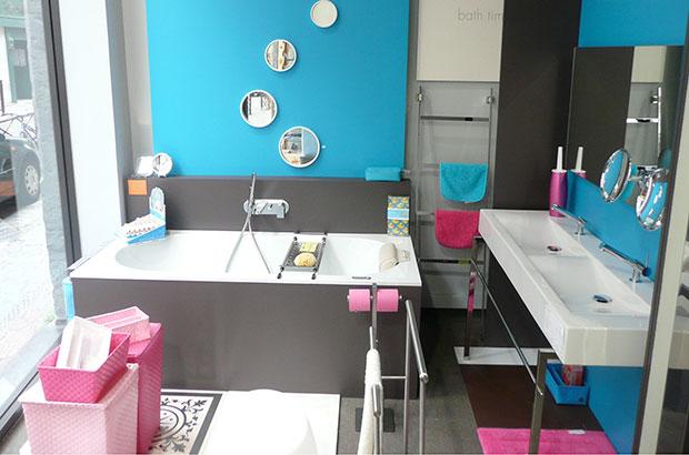 showroom salle de bains. Black Bedroom Furniture Sets. Home Design Ideas